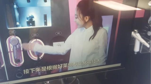 Trung Quốc ra mắt trạm sạc nhan sắc để chị em trau chuốt ngoại hình một cách kín đáo nơi công cộng - Ảnh 5.