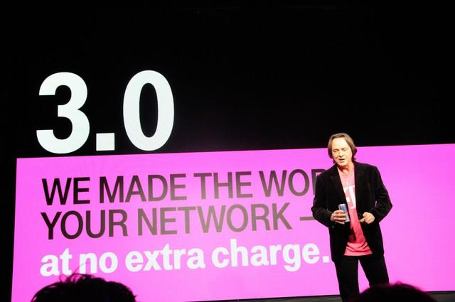"""Miễn phí tùm lum, CEO chửi thẳng đối thủ là ngu ngốc, nỗi nhục của nhà mạng: Từ vực phá sản, T-Mobile đã thay đổi cả ngành viễn thông Mỹ với vị CEO """"điên rồ"""" - Ảnh 5."""