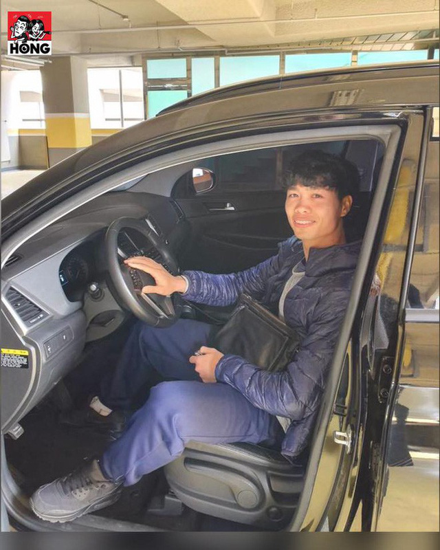 Được tặng ô tô, Công Phượng dán chữ mới lái để tự tin hơn khi tham gia giao thông tại Hàn Quốc - Ảnh 1.