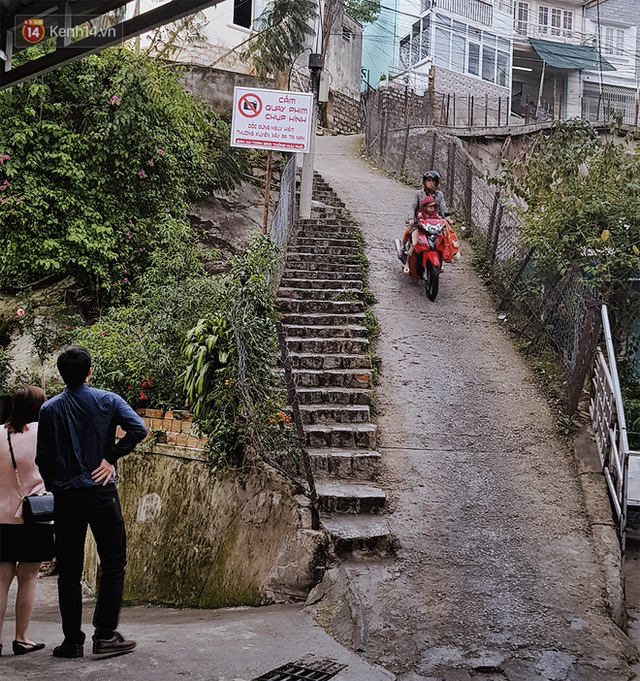 Người dân sống gần con dốc hot nhất Đà Lạt lên tiếng về tấm biển cấm quay phim chụp hình: Một ngày 4 vụ tai nạn xảy ra - Ảnh 2.