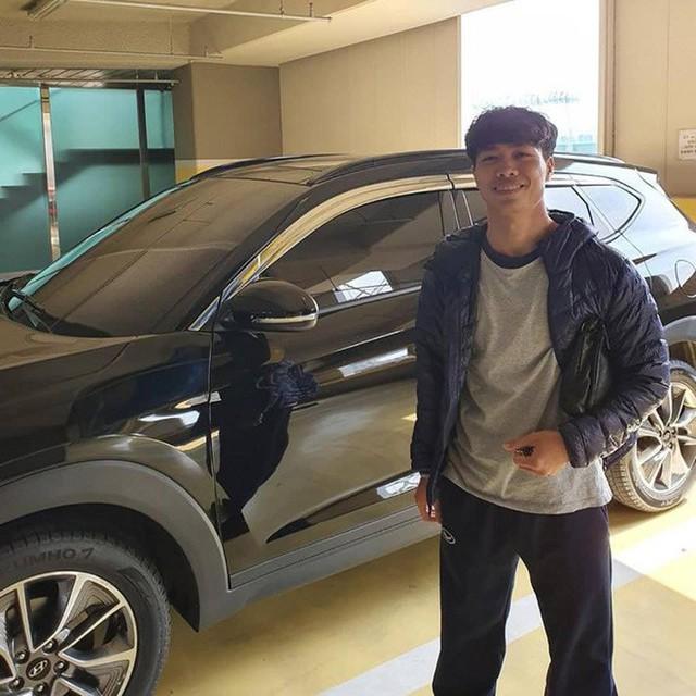 Được tặng ô tô, Công Phượng dán chữ mới lái để tự tin hơn khi tham gia giao thông tại Hàn Quốc - Ảnh 2.