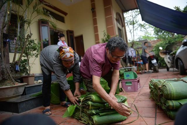 Nghề độc ở Hà Nội: Bán lá chuối rừng, kiếm hàng chục triệu đồng mỗi tháng - Ảnh 10.