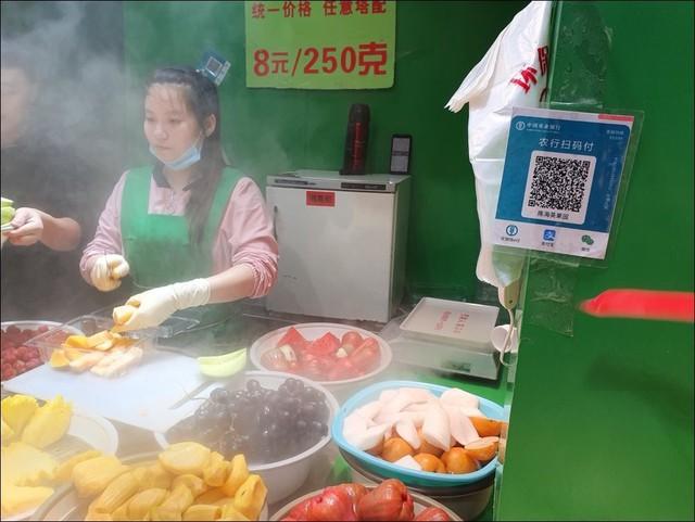 Cuộc sống Trung Quốc: Giàu có hơn, công nghệ tiện ích hơn, bị kiểm soát chặt hơn - Ảnh 3.
