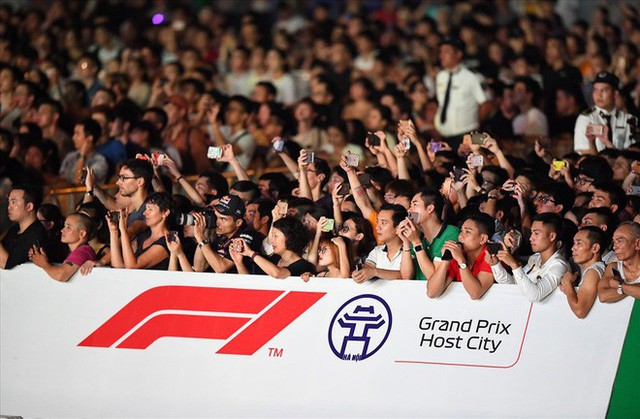 Vé xem F1 ở Hà Nội có giá từ 1,7 triệu đồng - Ảnh 1.