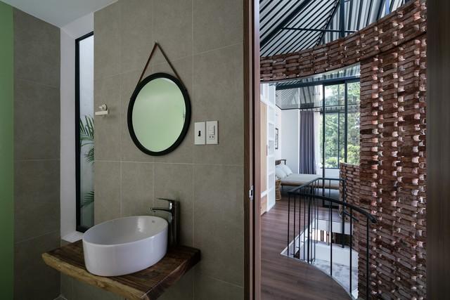 [Ảnh] Thiết kế đặc biệt giúp ngôi nhà ở TP HCM chống lại nắng nóng - Ảnh 11.