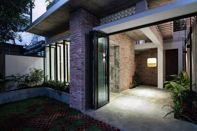 [Ảnh] Thiết kế đặc biệt giúp ngôi nhà ở TP HCM chống lại nắng nóng - Ảnh 5.