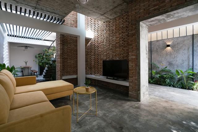 [Ảnh] Thiết kế đặc biệt giúp ngôi nhà ở TP HCM chống lại nắng nóng - Ảnh 7.