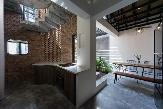 [Ảnh] Thiết kế đặc biệt giúp ngôi nhà ở TP HCM chống lại nắng nóng - Ảnh 8.