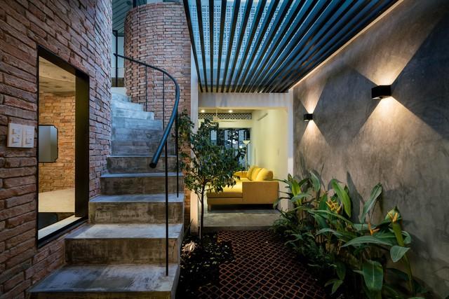 [Ảnh] Thiết kế đặc biệt giúp ngôi nhà ở TP HCM chống lại nắng nóng - Ảnh 9.