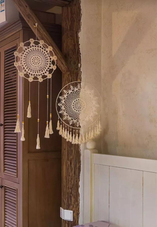 Mẹ đơn thân cùng hai con bỏ phố về quê, tận dụng áo len hỏng cùng gỗ tái chế để cải tạo ngôi nhà cũ thành không gian sống yên bình - Ảnh 14.