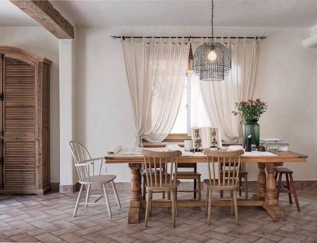 Mẹ đơn thân cùng hai con bỏ phố về quê, tận dụng áo len hỏng cùng gỗ tái chế để cải tạo ngôi nhà cũ thành không gian sống yên bình - Ảnh 16.