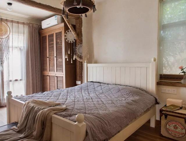 Mẹ đơn thân cùng hai con bỏ phố về quê, tận dụng áo len hỏng cùng gỗ tái chế để cải tạo ngôi nhà cũ thành không gian sống yên bình - Ảnh 23.