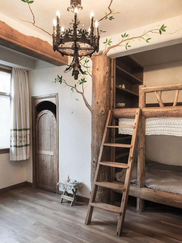 Mẹ đơn thân cùng hai con bỏ phố về quê, tận dụng áo len hỏng cùng gỗ tái chế để cải tạo ngôi nhà cũ thành không gian sống yên bình - Ảnh 26.