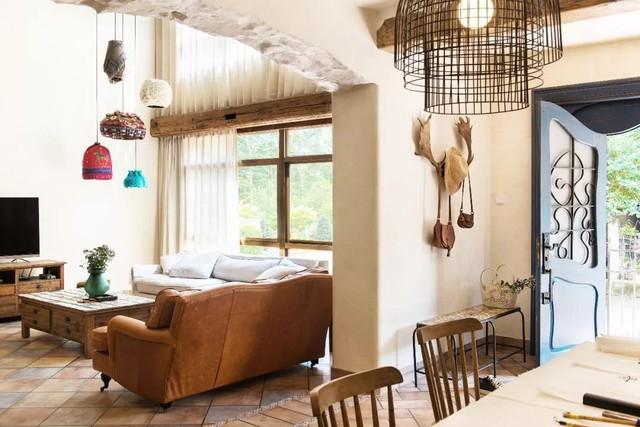 Mẹ đơn thân cùng hai con bỏ phố về quê, tận dụng áo len hỏng cùng gỗ tái chế để cải tạo ngôi nhà cũ thành không gian sống yên bình - Ảnh 6.