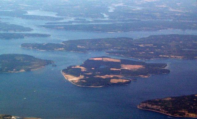 Câu chuyện về hòn đảo kinh hoàng nhất thế giới: Toàn bộ cư dân là tội phạm tình dục nguy hiểm - Ảnh 1.