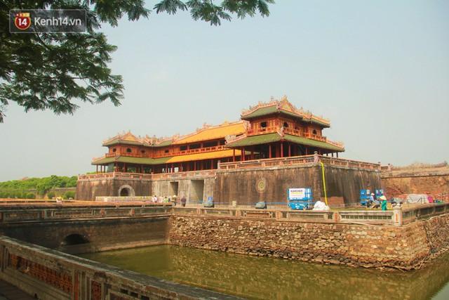 Cổng Ngọ Môn của Đại Nội Huế được khoác áo mới bằng công nghệ hơi nước nóng, trả lại màu sắc như 186 năm trước - Ảnh 17.