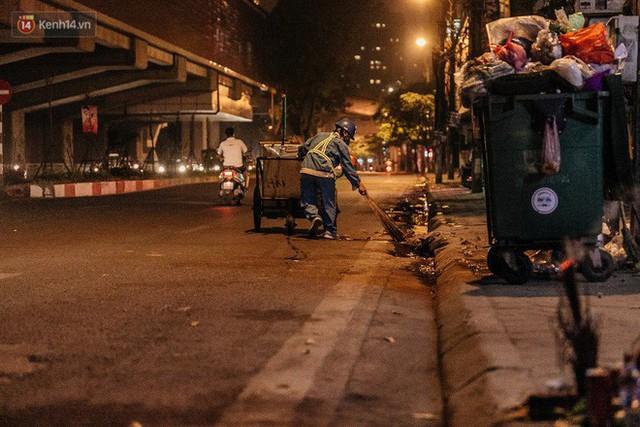 Sự ra đi của nữ công nhân môi trường và nỗi ám ảnh người ở lại: Những phận đời phu rác bám đường phố Hà Nội mưu sinh - Ảnh 18.