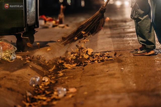 Sự ra đi của nữ công nhân môi trường và nỗi ám ảnh người ở lại: Những phận đời phu rác bám đường phố Hà Nội mưu sinh - Ảnh 24.