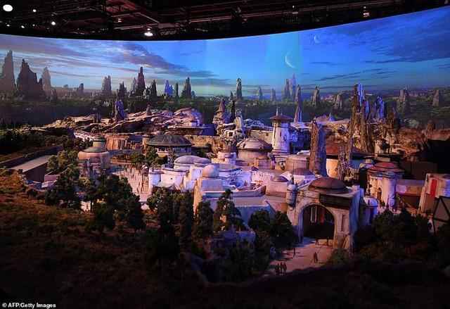 Toàn cảnh công viên Disney tỷ đô phong cách Chiến tranh giữa các vì sao trước ngày mở cửa chính thức - Ảnh 4.