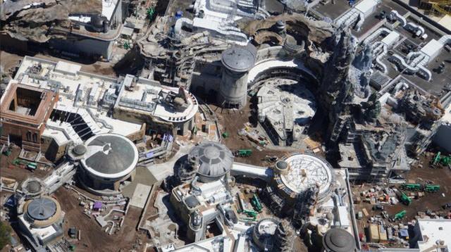 Toàn cảnh công viên Disney tỷ đô phong cách Chiến tranh giữa các vì sao trước ngày mở cửa chính thức - Ảnh 7.