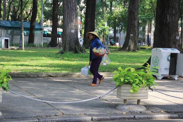 Khung cảnh yên ả ở Sài Gòn ngày đầu kỳ nghỉ lễ 30/4 và 1/5 - Ảnh 9.