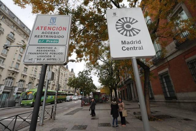Hàng loạt thành phố lớn trên thế giới đang thực hiện những bước đi táo bạo để cấm ô tô - Ảnh 4.