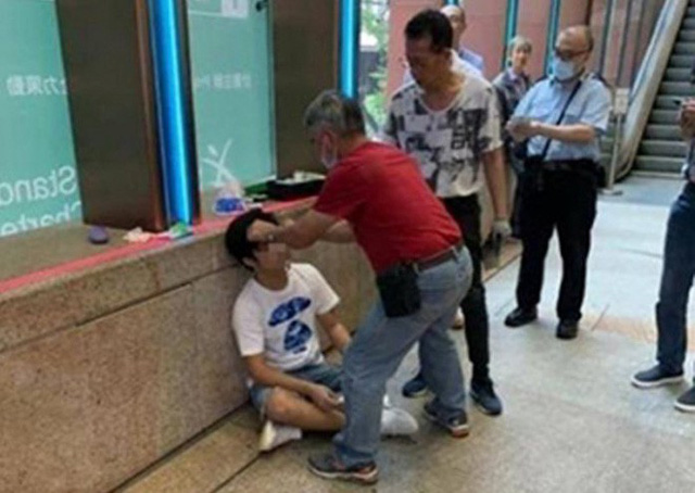 Thanh niên Hồng Kông bị đấm chảy máu đầu vì spoil Endgame ngay cổng rạp - Ảnh 1.