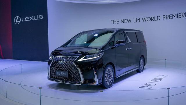 Lexus ra mắt xe chở khách với nội thất xa xỉ - Ảnh 2.