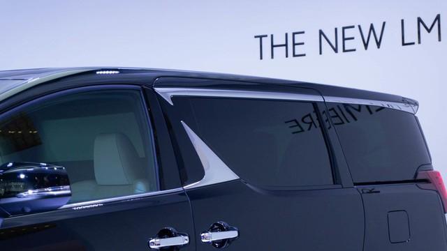 Lexus ra mắt xe chở khách với nội thất xa xỉ - Ảnh 3.