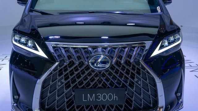 Lexus ra mắt xe chở khách với nội thất xa xỉ - Ảnh 4.