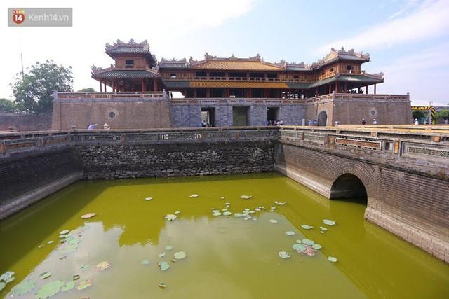 Clip: Diện mạo mới của cổng Ngọ Môn ở Đại Nội Huế sau khi được lột bỏ bụi thời gian - Ảnh 6.