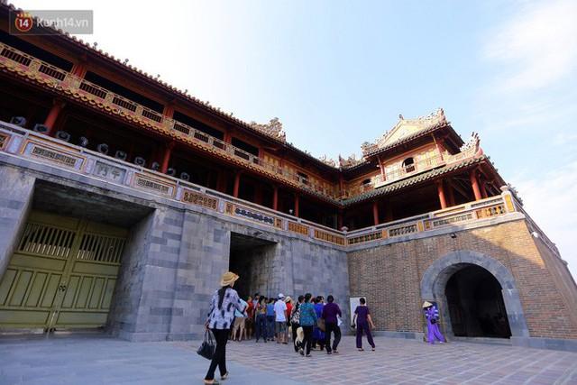 Clip: Diện mạo mới của cổng Ngọ Môn ở Đại Nội Huế sau khi được lột bỏ bụi thời gian - Ảnh 8.