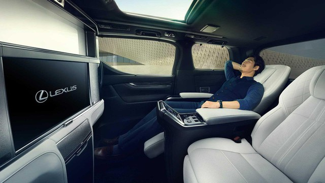 Lexus ra mắt xe chở khách với nội thất xa xỉ - Ảnh 8.