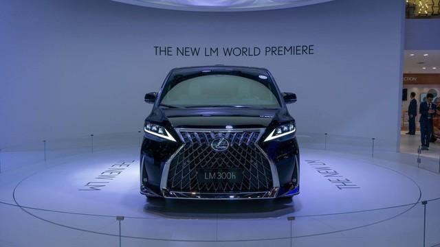 Lexus ra mắt xe chở khách với nội thất xa xỉ - Ảnh 9.