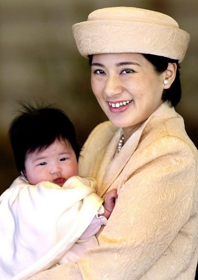 Công chúa Aiko - con gái duy nhất của Thái tử Naruhito: Từ đứa bé xinh xắn từng bị bắt nạt đến thiếu nữ tài giỏi sống tự lập - Ảnh 1.
