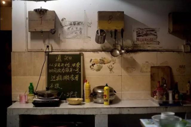 Cận cảnh những bộ lạc người kiến, người chuột sống chen chúc ngột ngạt dưới lòng đất những đô thị phồn hoa bậc nhất Trung Quốc - Ảnh 4.