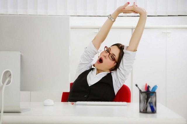Ngồi 1 tiếng giảm 22 phút tuổi thọ: Bạn nên rèn ngay 8 thói quen này để sống lâu hơn - Ảnh 2.