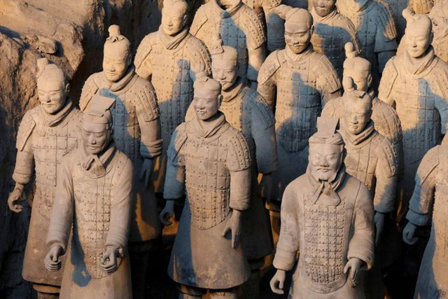 Tìm ra lý do vũ khí Đội quân đất nung của Tần Thủy Hoàng vẫn sáng bóng và sắc bén sau hơn 2000 năm - Ảnh 1.