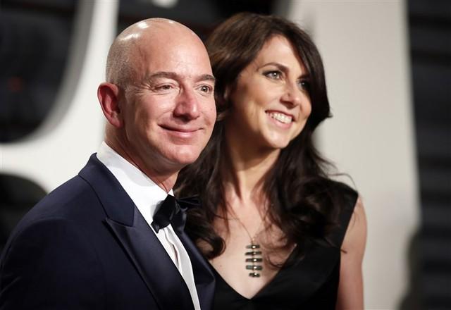 Tỷ phú Jeff Bezos biết ơn vợ cũ vì đồng ý với tỷ lệ cổ phiếu 75:25 và nhường lại quyền bỏ phiếu tại Amazon, Blue Origin - Ảnh 1.