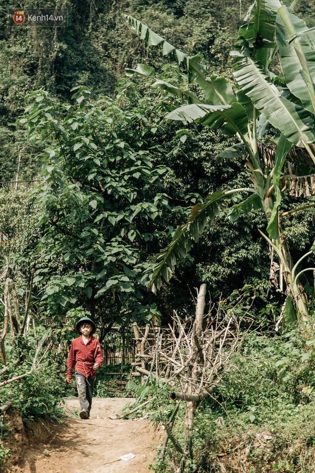 103 triệu đồng cho đôi dép khét lẹt và chiếc xe đạp vượt 103 km của cậu bé Sơn La: Sự tử tế của những người xa lạ - Ảnh 11.