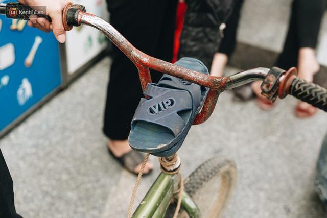 103 triệu đồng cho đôi dép khét lẹt và chiếc xe đạp vượt 103 km của cậu bé Sơn La: Sự tử tế của những người xa lạ - Ảnh 4.