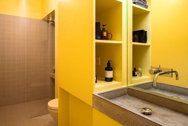 Cải tạo căn hộ gần trăm tuổi thành nơi ở hiện đại nhờ sắc vàng ấm áp - Ảnh 5.