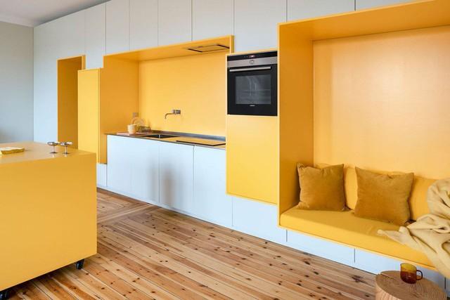 Cải tạo căn hộ gần trăm tuổi thành nơi ở hiện đại nhờ sắc vàng ấm áp - Ảnh 6.