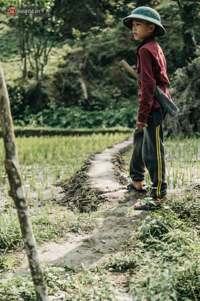 103 triệu đồng cho đôi dép khét lẹt và chiếc xe đạp vượt 103 km của cậu bé Sơn La: Sự tử tế của những người xa lạ - Ảnh 10.