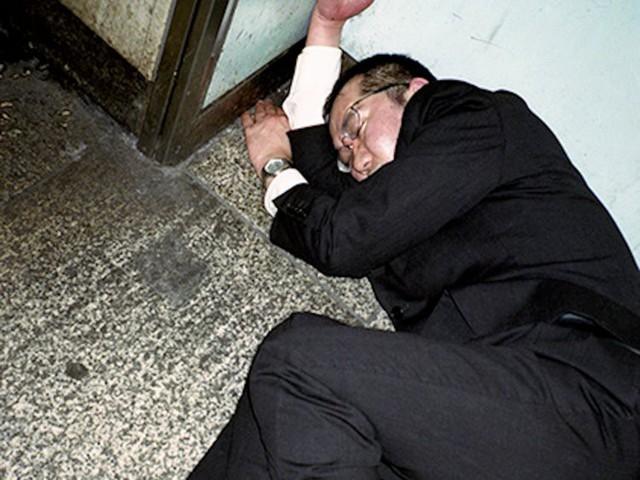 Chùm ảnh cho thấy văn hóa làm việc khắc nghiệt nhất thế giới của Nhật Bản - Ảnh 9.