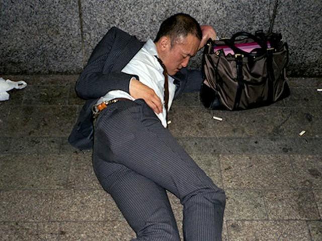 Chùm ảnh cho thấy văn hóa làm việc khắc nghiệt nhất thế giới của Nhật Bản - Ảnh 32.