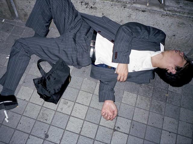Chùm ảnh cho thấy văn hóa làm việc khắc nghiệt nhất thế giới của Nhật Bản - Ảnh 40.