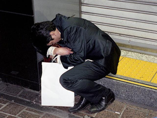 Chùm ảnh cho thấy văn hóa làm việc khắc nghiệt nhất thế giới của Nhật Bản - Ảnh 42.