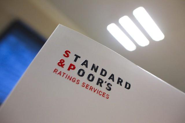 Standard&Poor's nâng xếp hạng tín nhiệm quốc gia cho Việt Nam sau 9 năm - Ảnh 1.