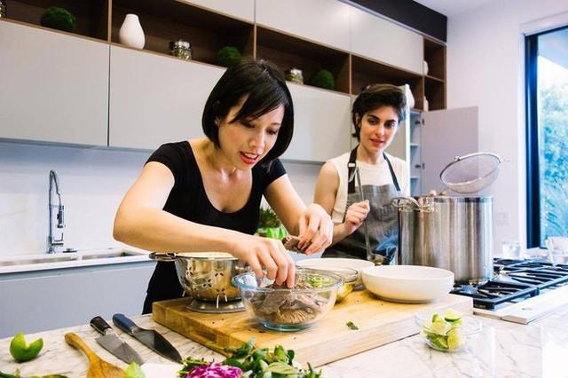 Vua đầu bếp Mỹ gốc Việt Christine Hà mở nhà hàng đầu tiên: 7 năm vinh quang, đối mặt sóng gió và thực hiện ước mơ từ nồi cá trê kho - Ảnh 12.